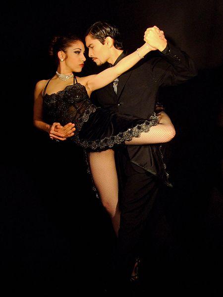 450px-Tango_dance_02