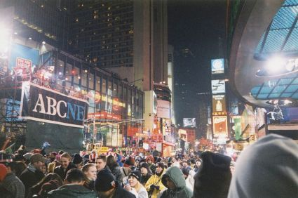 800px-new_years_eve_1999-2000_-_times_square
